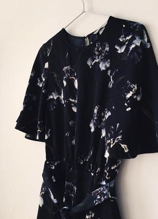 Женственный комбинезон в ирисах h&m черный комбез брюками с цветочным принтом ирисы7 фото