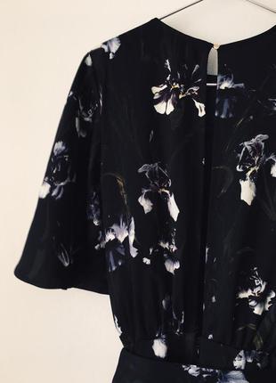 Женственный комбинезон в ирисах h&m черный комбез брюками с цветочным принтом ирисы10 фото