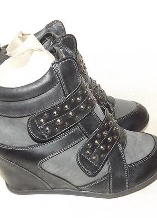 Сникерсы ботинки на танкетке studio m