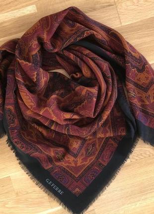 Большой шерстяной платок g.f. ferre