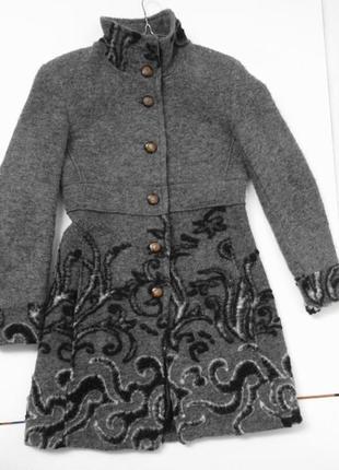 Шерстяное итальянское пальто с красивейшим подолом. м размер.
