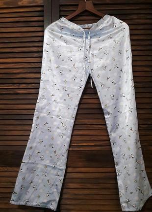 Штаны под шелк бледно- голубого цвета с принтом# h&m