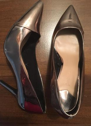 Золотые туфли лодочки на шпильке saradivarius