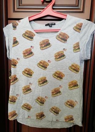 Прикольная футболка с необычным принтом
