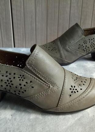 Шикарные туфли с перфорацией 37рр 23.5см cityline