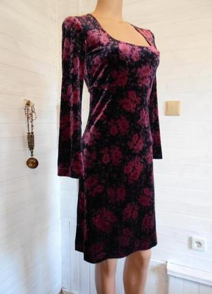 Готическое шикарное платье,бархат на ощупь