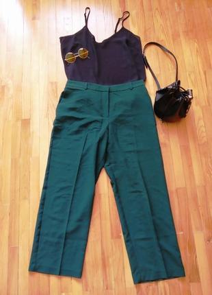 Крутые брюки приятного зеленого цвета