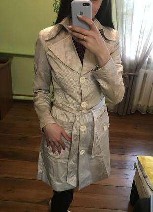 Пальто в горошек