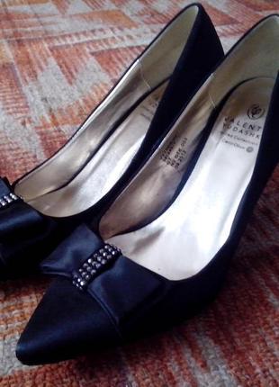 Атласные туфли от valentin yudashkin