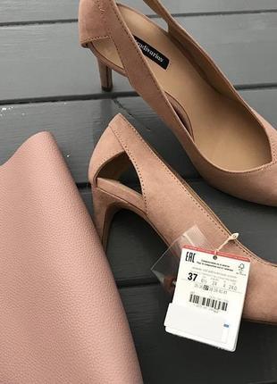 Разные туфли лодочки острый носок замшевые пудра stradivarius оригинал