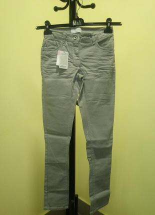 Серые джинсовые штаны на девочку alive