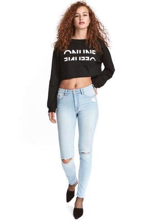 Трендовые голубые плотные джинсы h&m. рваные колени и под ягодицей! высокая посадка! м