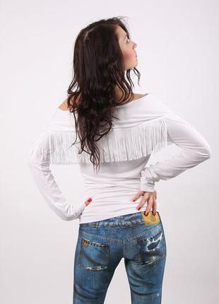 Футболка блуза с открытыми плечами и бахромой