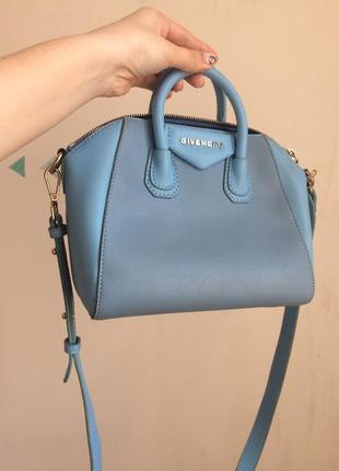 Голубая весенняя сумочка givenchy