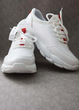 Качественные демисезонные кроссовки на высокой подошве белые5 фото