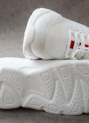 Качественные демисезонные кроссовки на высокой подошве белые4 фото