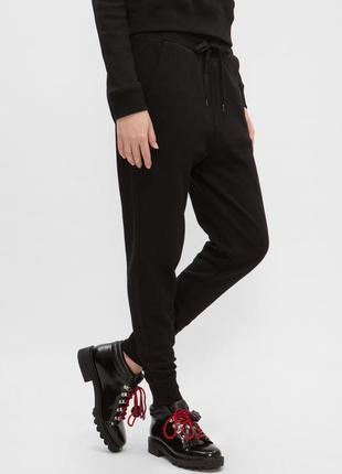 Трикотажные стрейчевые спортивные черные брюки с манжетами и начесом primark