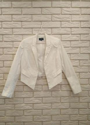 Белый трендовый пиджак / джемпер от reserved