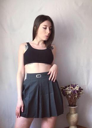Серая юбка плиссированная