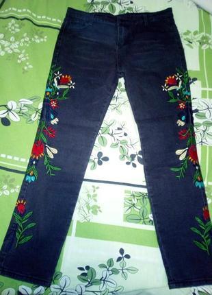 Джинсовые штаны с вышивкой