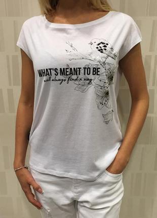 Белая футболка с принтом. mohito. размеры уточняйте.