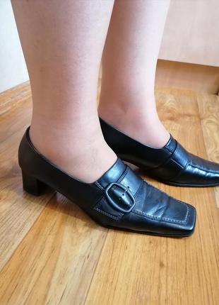 Шикарные женские кожаные туфли р. 40