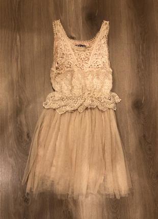 Кремовое кружевное платье