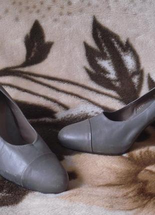 100% кожаные туфли на высоком устойч. каблуке 38 р.