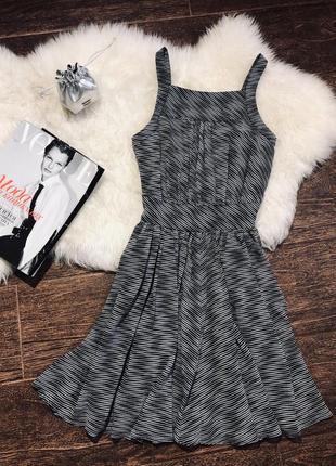 Очень красивое платье с кармашками известного бренда