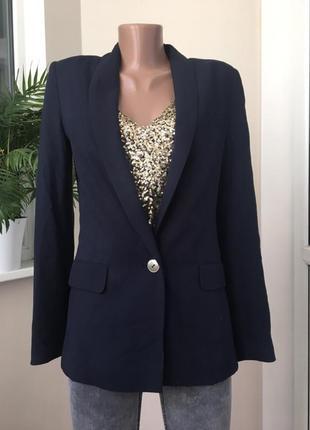 Стильный пиджак с одной пуговицей