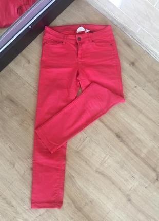 Красные штаны h&m