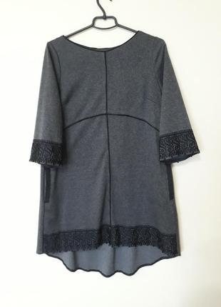 Сіре плаття з кружевом
