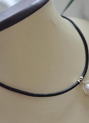 Чокер кожаный черный с жемчугом на серебре ′сатурн′