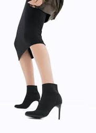 Ботильоны стрейчевые ,черные ботинки stradivarius