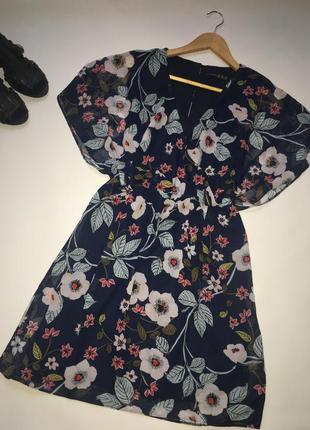 Летнее платье на запах в цветы