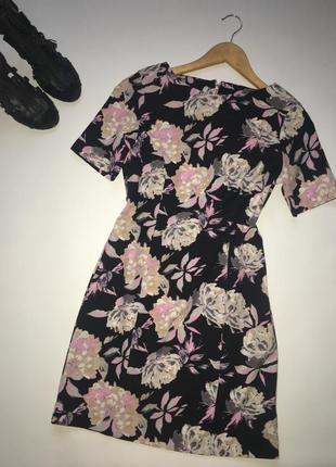 Стильная платье в яркий принт