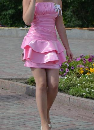 Атласное короткое платье на вечеринку или выпускной