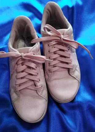 Розовые кроссовки 37 р.