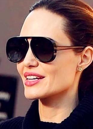 Стильные чёрные очки интересной формы