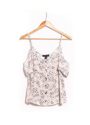 Шифоновая блуза на плечи в цветочный принт