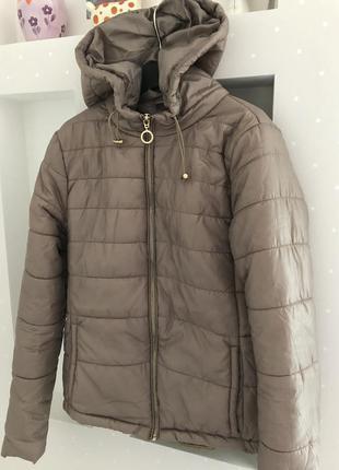 Классная деми куртка ветровка с актуальным кольцом