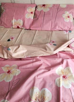 Красивый яркий комплект постельного белья розовый