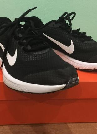Продам новые кроссовки nike run all day