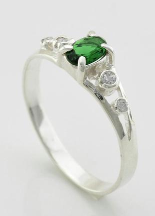 Серебряное кольцо , вставка зелёный и белые фианиты