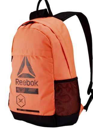 Яркий спортивный рюкзак reebok