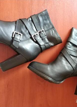 Ботинки - ботильоны из натуральной кожи на устойчевом каблуке