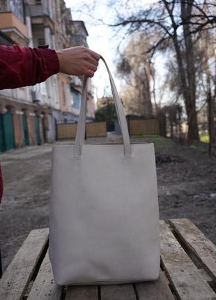 Светлая сумка-мешок на плечо