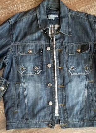 Мужская  джинсовая куртка от lamborghini. размер идет m.