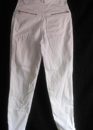 Очень хорошие с высокой талией белые джинсы3 фото