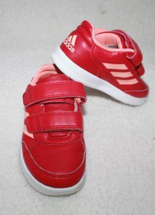 Кроссовки фирмы adidas 25 размера по стельке 15,5-16 см.
